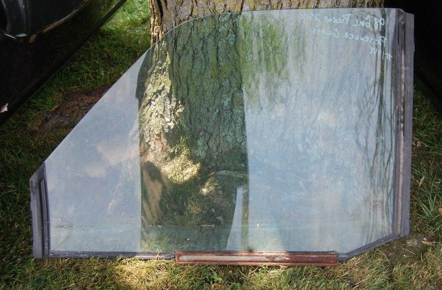 Passenger RH Front Door Window Glass 1998 GMC 2500 Pickup Truck