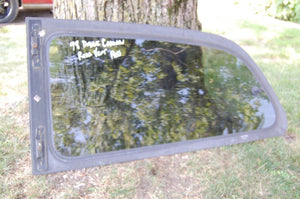 98 Dodge Caravan PASSENGER Side Quarter glass vent Window 1998