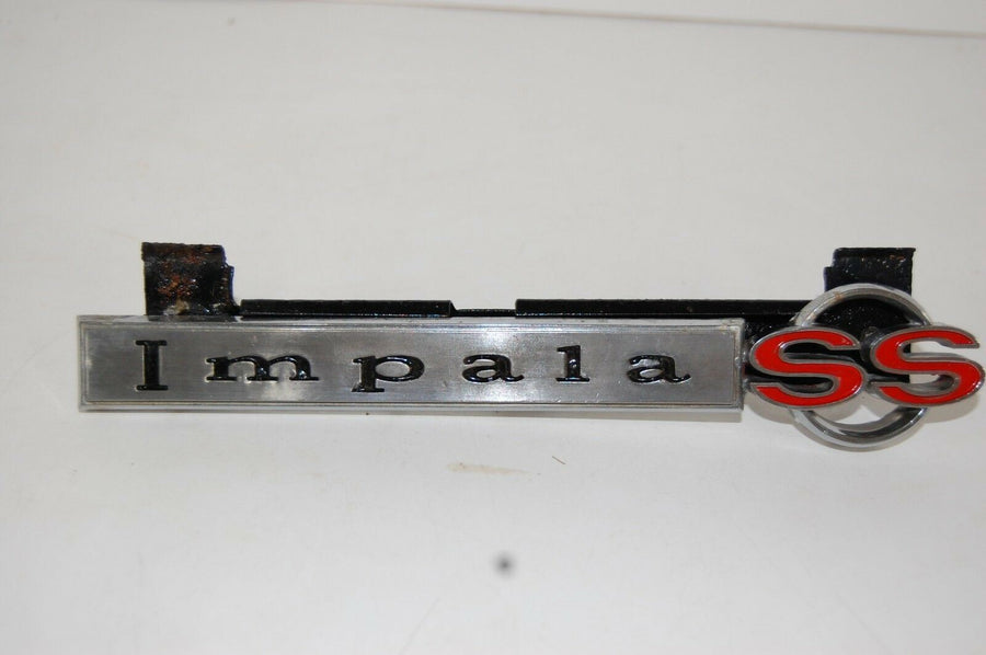 1967 IMPALA SS GRILLE EMBLEM/ BADGE #3899599 WITH HARDWARE PINS & BOLTS
