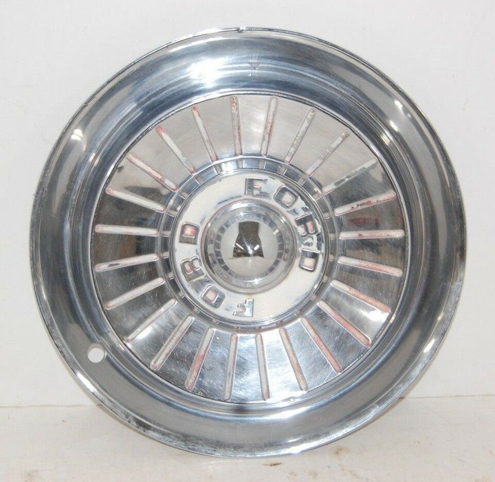 1957 57 FORD FAIRLANE THUNDERBIRD HUBCAP WHEEL COVER CENTER CAP VINTAGE