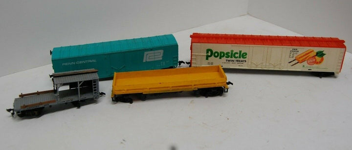 Vintage Tyco, BACHMANN Ho Scale Model Train Cars 4 Train cars toy rail road