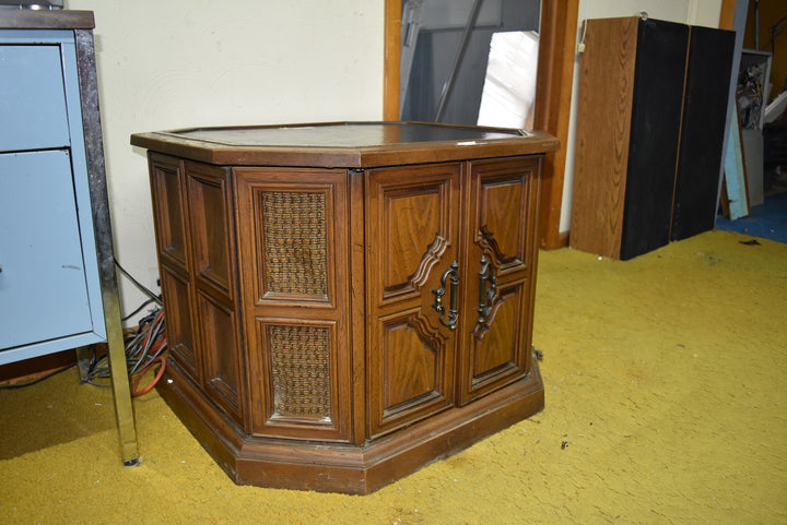 Vintage Magnavox Record Player Table Cabinet Furniture Decor Tested, Works!