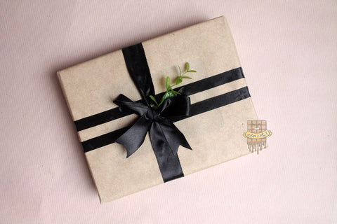 BLACK BOW BOX