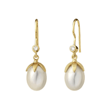 Load image into Gallery viewer, La Perle earring - gold - white pearl