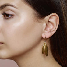 Load image into Gallery viewer, Olive earring - gold