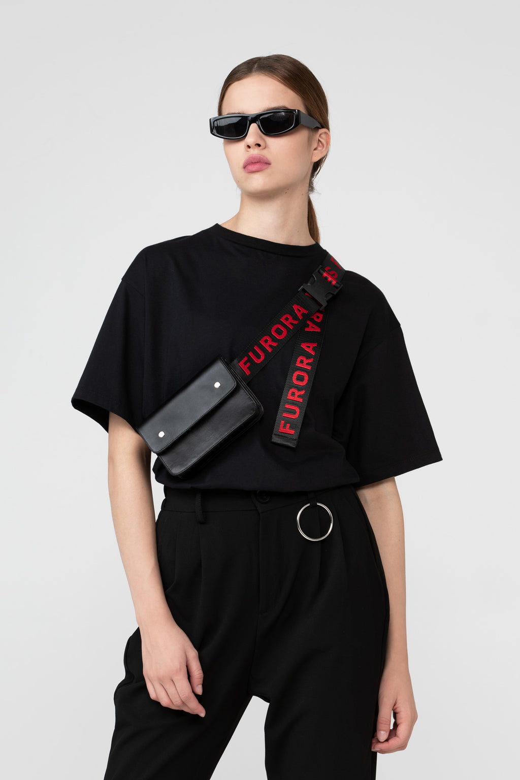 BLACK LEATHER BAG WITH RED FURORA BELT