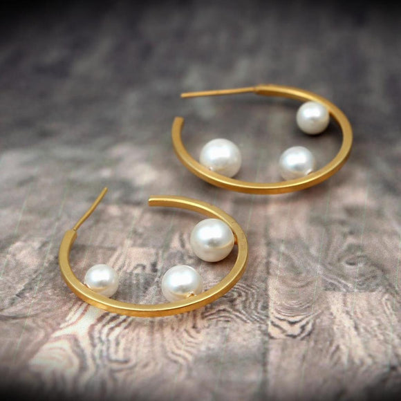 Signature Kesavi Stylish Pearl circle Earrings