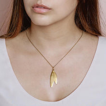 Load image into Gallery viewer, Olive pendant - gold