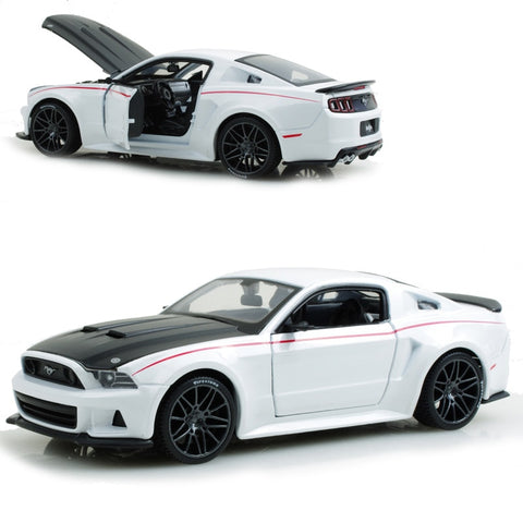Boss302 Mustang White 1:24 Alloy Model Collectible