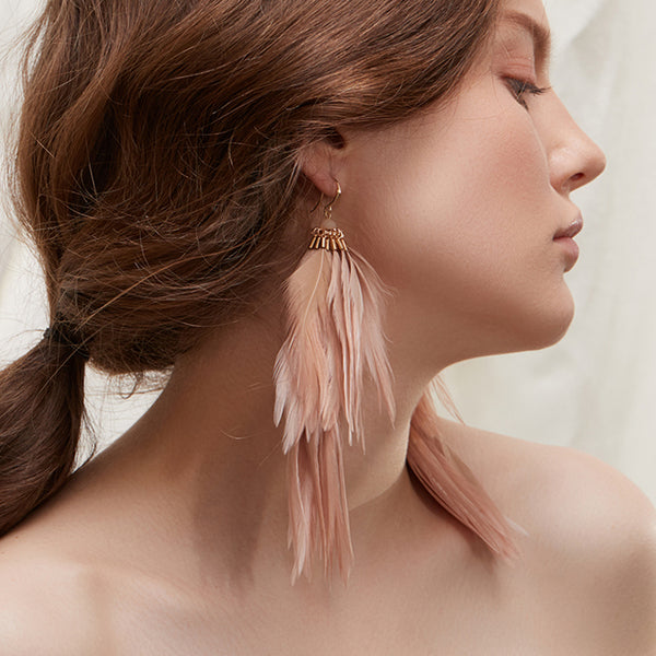 WKOUD EAM Jewelry / 2019 New Fashion Temperament Khaki long feather earrings Women's Accessories S#R108000