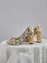 Load image into Gallery viewer, Stone Patten Petal Chunky Heel  Vinatge Shoes
