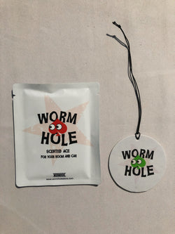 Wormhole Natural 21 Fragrance Car + Room Tag Apple