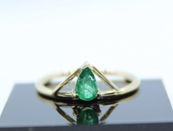 Handmade Gold and Emerald ring. Pear Emerald ring. Pear Ring. Engagement ring. Gold ring. Wedding ring. Unique ring. Custom ring. Handmade - Sam Hawkins