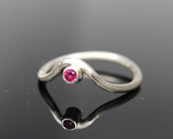 9ct White gold ring with a 2.5mm ruby. - Sam Hawkins