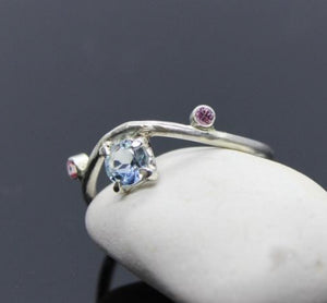 9ct White gold ring with a 5mm Aquamarine centre stone and two 2mm pink sapphire's - Sam Hawkins