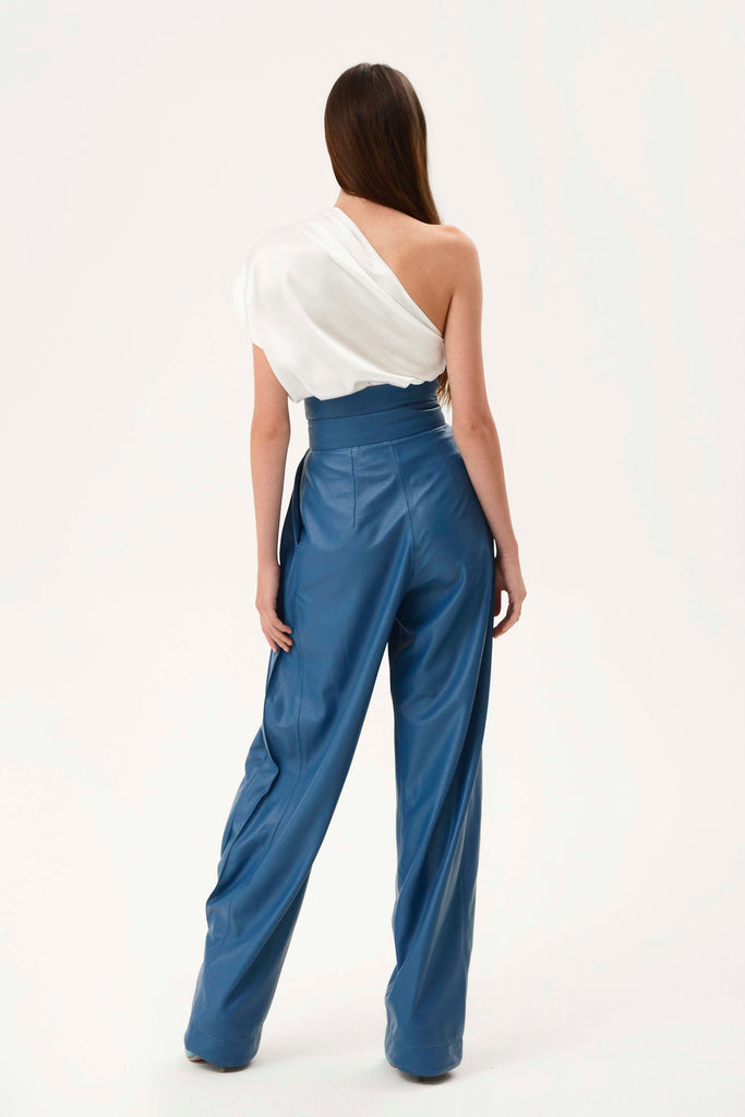 FAUX LEATHER PLEATED CARGO PANTS - Materiel