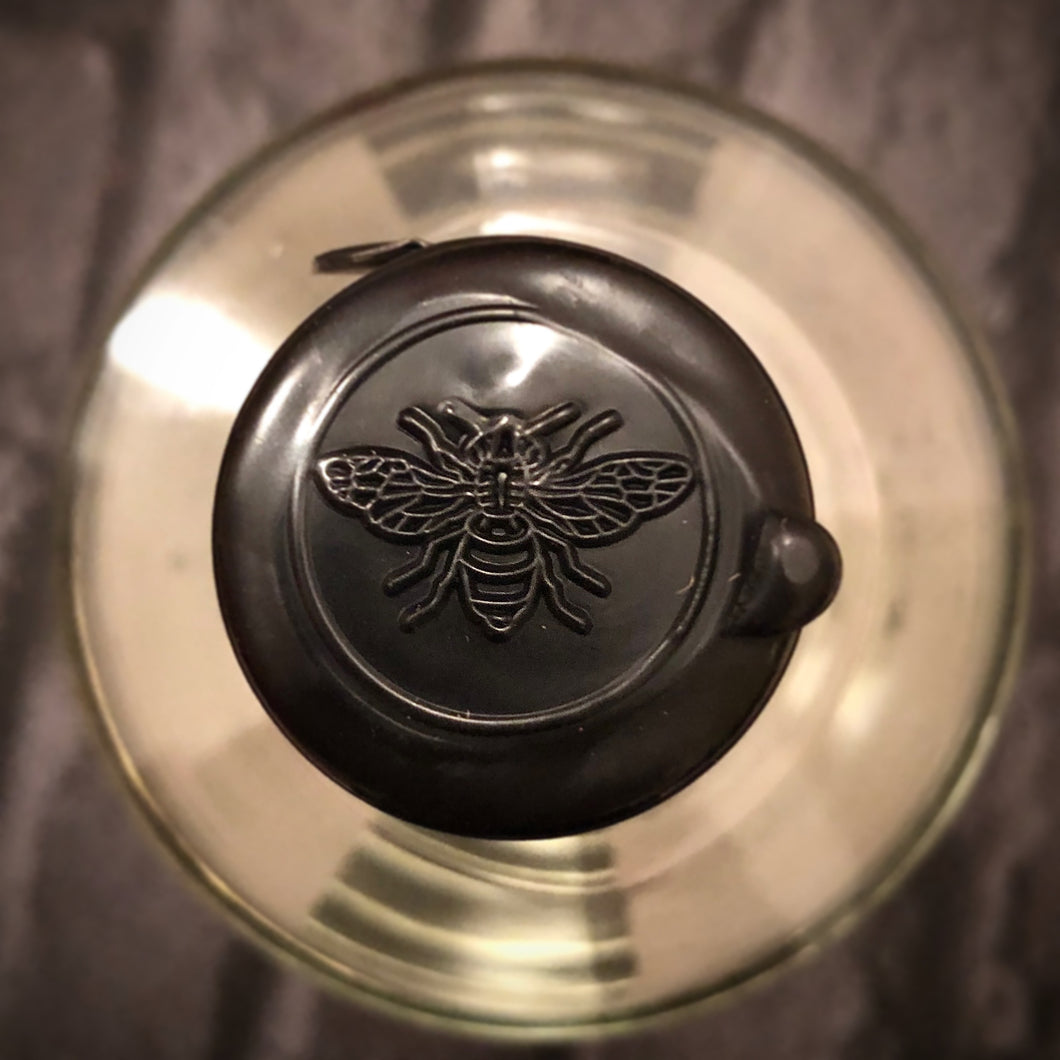 bee_ginning_gin_glass_manchester_bee_etched_design