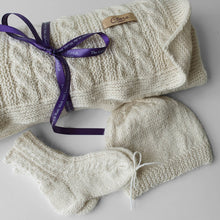 Load image into Gallery viewer, Set Newborn Blanket, Hat and Socks - Off white - claralondon-shop -  - Clara London