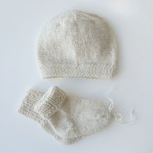 Load image into Gallery viewer, Set Newborn Hat and Socks - Off white
