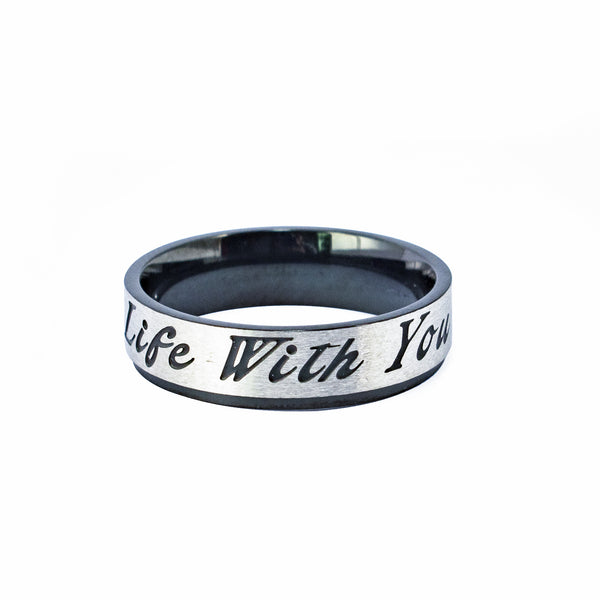 "Anillo Grueso Grabado ""Life With You"" Acero Plateado y Negro"
