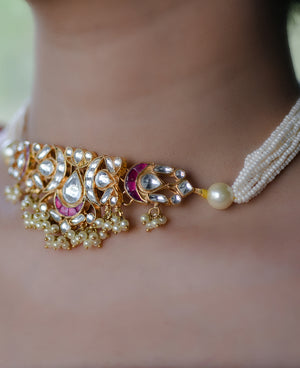 Delicate Kundan choker with Pearl cheers