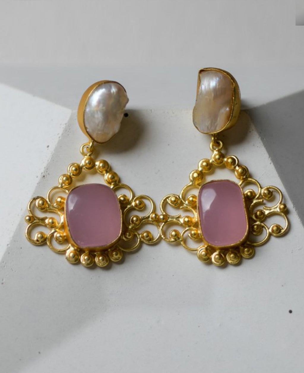 Pink stone, gold-plated earrings with natural pearls.