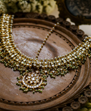 Kundan antique finish Mathapatti