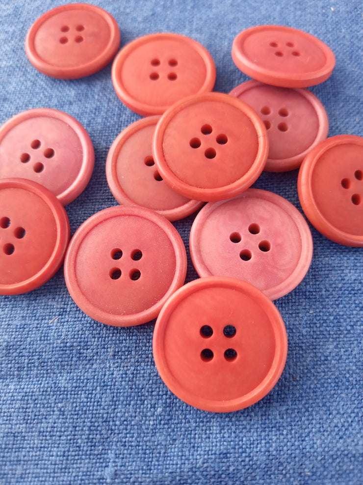 Madder dyed Buttons with edge