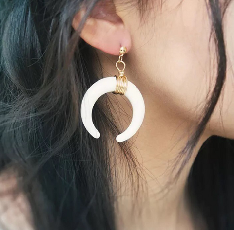 Fashion Horn Shaped Round Wire Earring