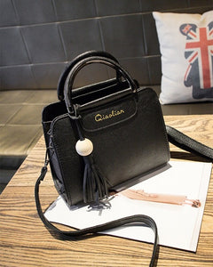 Free shipping, 2018 new women handbags, simple fashion flap, trend tassel woman messenger bag, Korean version shoulder bag.