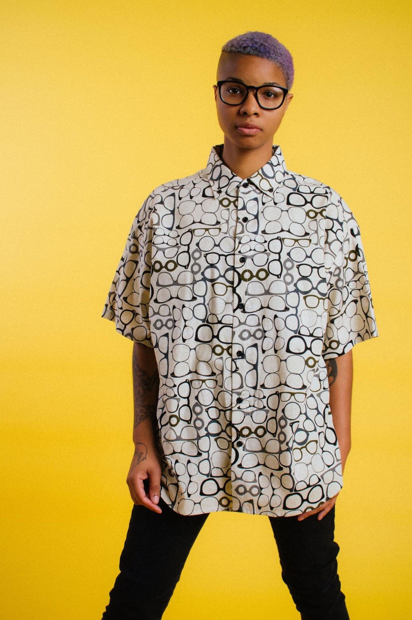 HT GLASSES BUTTON UP