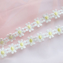 Load image into Gallery viewer, Daisy Crochet Choker