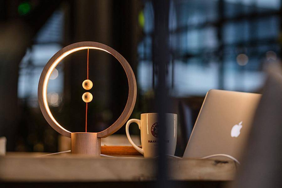 Balancing Magnetic Lamp
