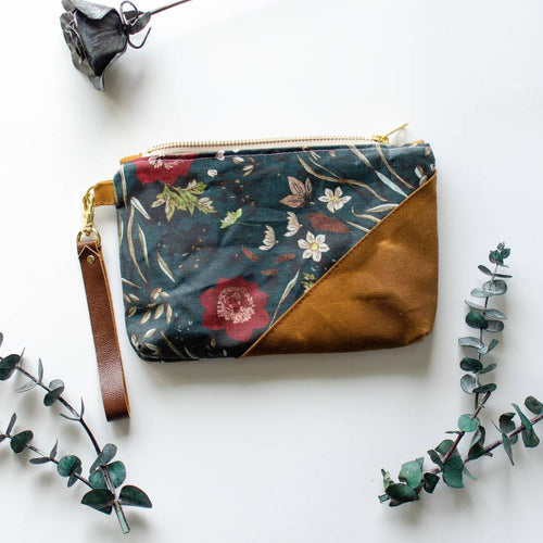 Garden Stroll Wristlet - HeartsEase Clothing