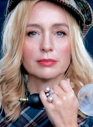 Lisa Ekdahl with the famous Yvone Christa Tulip Ring