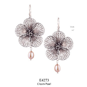 Edelweiss earrings - large - cream pearl