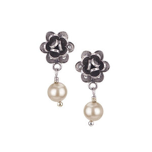 E021_Champagne pearls_ROSEBUD EARRINGS by Yvone Christa