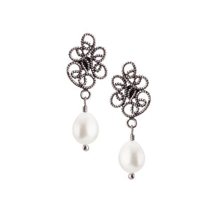 YVONE CHRISTA_WHITE PEARL DROP EARRINGS_E4182