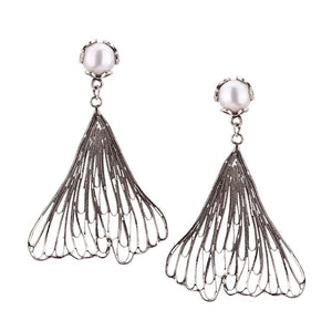 Ginkgo Biloba earrings - pearl post
