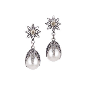 Yvone Christa_Tulip pearl drop earrings on flower post_E4305