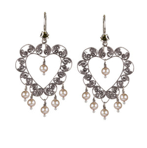 Yvone Christa_Heart earring with pearls_E5315