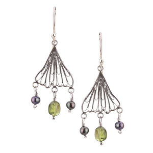 Yvone Christa_SMALL GINKGO BILOBA LEAF EARRINGS WITH PERIDOT_E4201