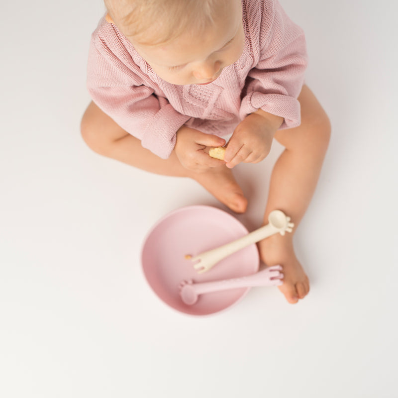 Les Enfants Silicon Baby Bowl and cutlery set pink and sand baby model arial view