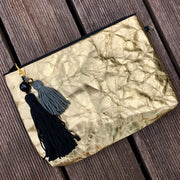 palms-handbemalte-clutch-vegan-palmblatt-black-gold-olive-texipap-back-crazycreative.de-by-gabriele-van-de-flierdt