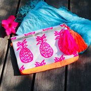 pineapple-love-handbedruckte-clutch-vegan-pineapple-print-pink-orange-texipap-front-crazycreative.de-by-gabriele-van-de-flierdt