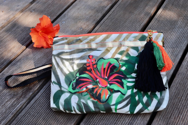 tropical—island-handbemalte-clutch-vegan-hibiscus-palmblatt-orange-black-gold-olive-texipap-crazycreative.de-by-gabriele-van-de-flierdt