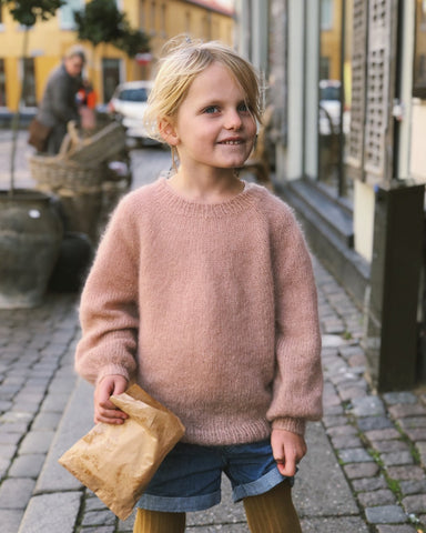 Novice Sweater Junior - Mohair edition av PetitKnit