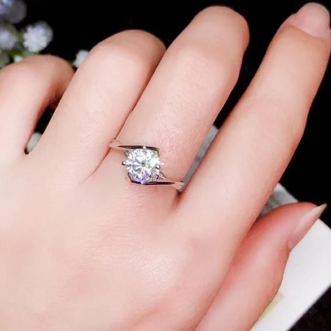 Platinum Plated Silver Moissanite Ring 1ct - 2ct Options - Moissanite Engagement Rings & Jewelry | Luxus Moissanite