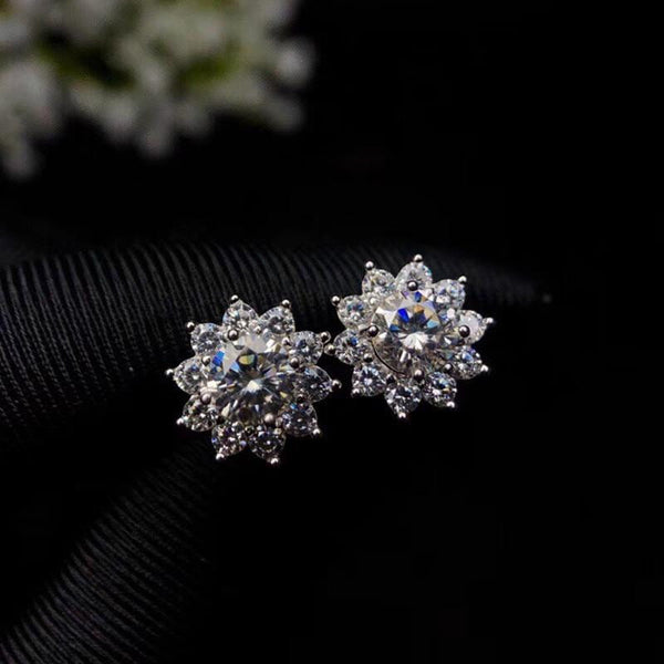 Platinum Plated 925 Silver Halo Stud Moissanite Earrings 1ctw