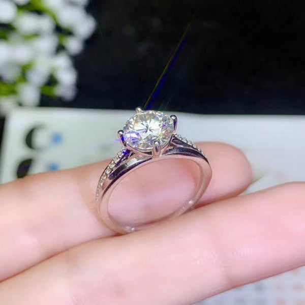 Moissanite Solitaire Engagement Ring With Side Stones 1 & 2 Carat Options - Luxus Moissanite Rings & Jewelry